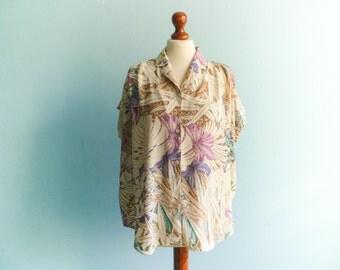 Vintage womens floral shirt blouse top / pastel beige violet blue / buttoned up down / short sleeve / slouchy medium large