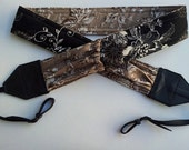 BRAND NEW Dreamy Flowers camera strap in beautiful soft brown and black- 2 expandable pockets