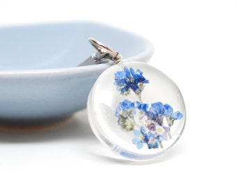 Small circle forget me not flower keychain, charm - real pressed flower, blue, garden in your hand, botanical, nature, unique gifts