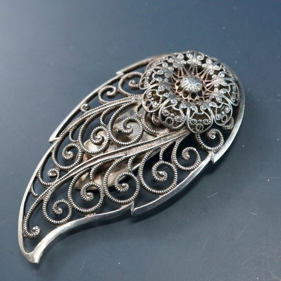 vintage DRESS CLIP brooch . fur clip. shoe clip . edwardian No.00977