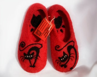 Felted  slippers/Black Cat