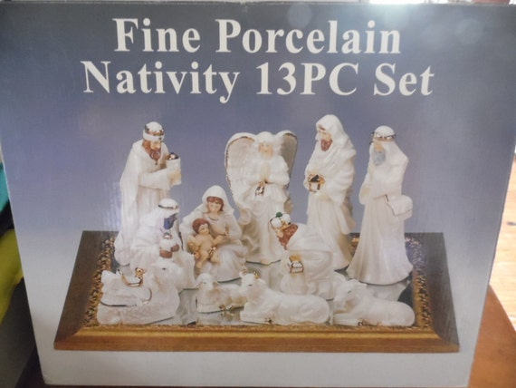 Fine gold and ivory porcelain nativity set of by jjstreasuretrove