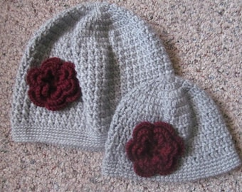 Gray Mother And Daughter Hat Set With Burgundy Flower