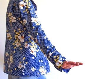 Vintage 70s Blue Floral Boho Blouse Hippie Shirt Susan Van Heusen long sleeves button up with white and yellow flowers