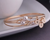 Bridal Party Jewelry, Set of FOUR, Gold Pearl Bangle Bracelets, Wedding Favor Jewelry
