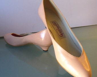 Vintage Pappagallo Pastel Peach Sherbet Leather Pumps Size 6.5 US