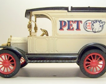 Ford Model T Van 1913 Replica PET MILK