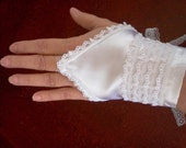 Bride fingerless gloves white satin and lace