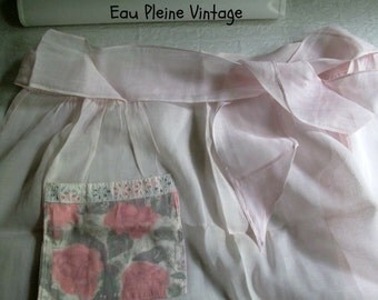 Roses Floral Pink Organza Ladies Hostess Apron Pocket Vintage Kitchen Accessory