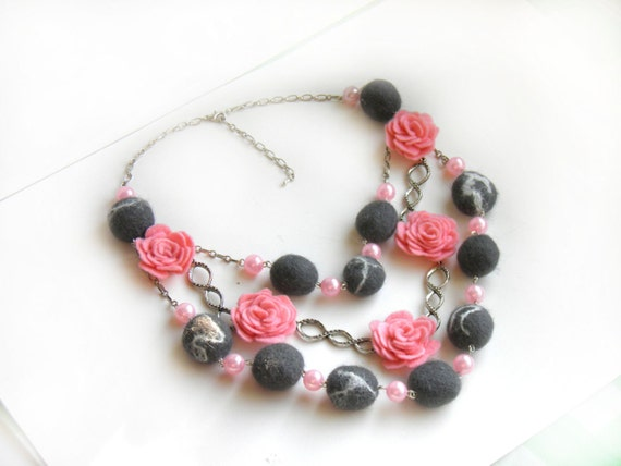 Rose necklace, felt Rose Necklace, Rose necklace, gray pink Necklace , Floral Jewelry, Wool necklace, statement necklace, wedding necklace