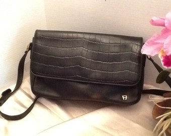 Vintage Ettiene Aigner leather bag.