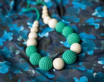 Teething necklace / Crochet nursing necklace - Emerald green