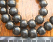 resin beads 10mm ball shaped 1 x whole strand of approx 40 beads in solid jet black.