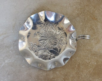 Vintage Aluminum Tray- Hammercraft Hand Hammered Aluminum- Small Scalloped Tray with Single Handle- Lotus Flower- CLEARANCE