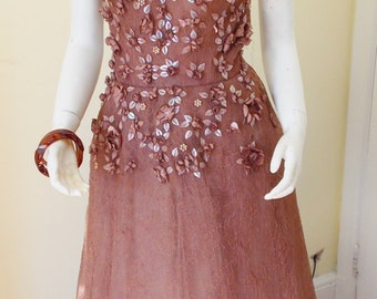 Beautiful Sweetheart Tulle Vintage French Lace and Silk Prom 50's Dress