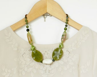 Green chunky Agate statement necklace, beaded gemstone necklace, natural jewelry