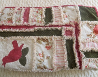 Shabby Chic, Ciottage Chic, Vintage or Victorian Look ragged lap, throw quilt