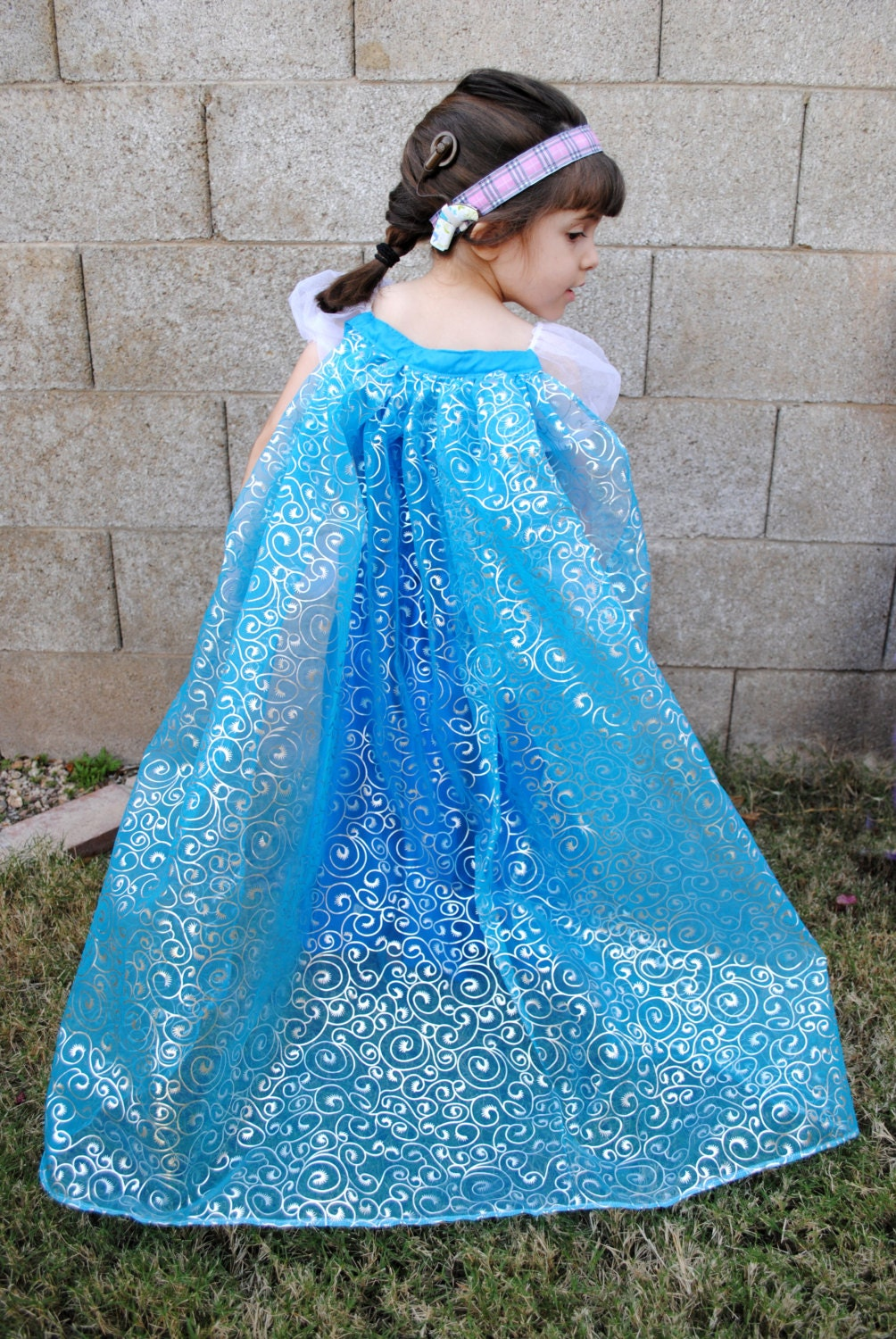 Free Crochet Pattern Elsa Cape : Deluxe Frozen Inspired Elsa Cape FREE by bibsbaublesandbows