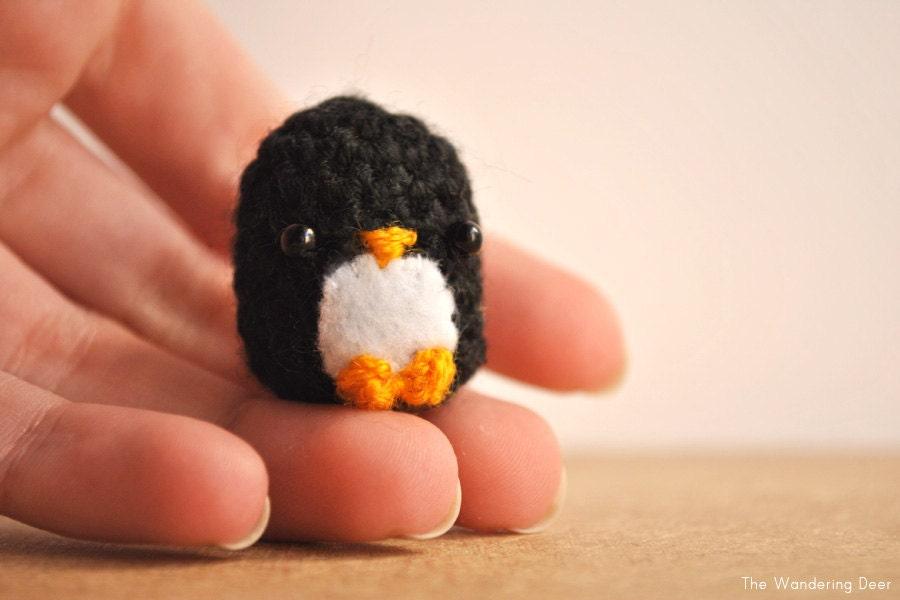 Amigurumi Penguin Cell Phone Strap : Penguin doll. Made to order. Black penguin Keychain Kawaii