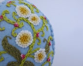 Easter Egg  Felt Ornament - Hand Embroidered - 3D Easter Egg - Larger size - Daisies