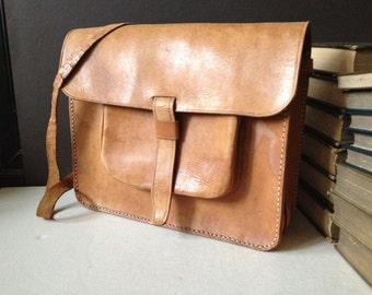 Vtg Distressed Sienna Brown Leather Saddle Bag // Satchel