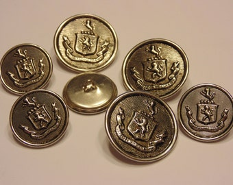 7 piece vintage metal button mix, 23 and 29 mm (45)