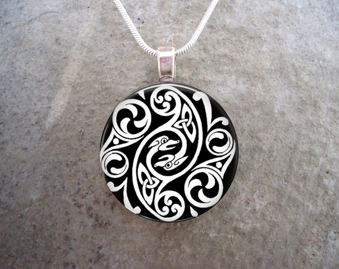Celtic Jewelry - Glass Pendant Necklace - Celtic Decoration 1