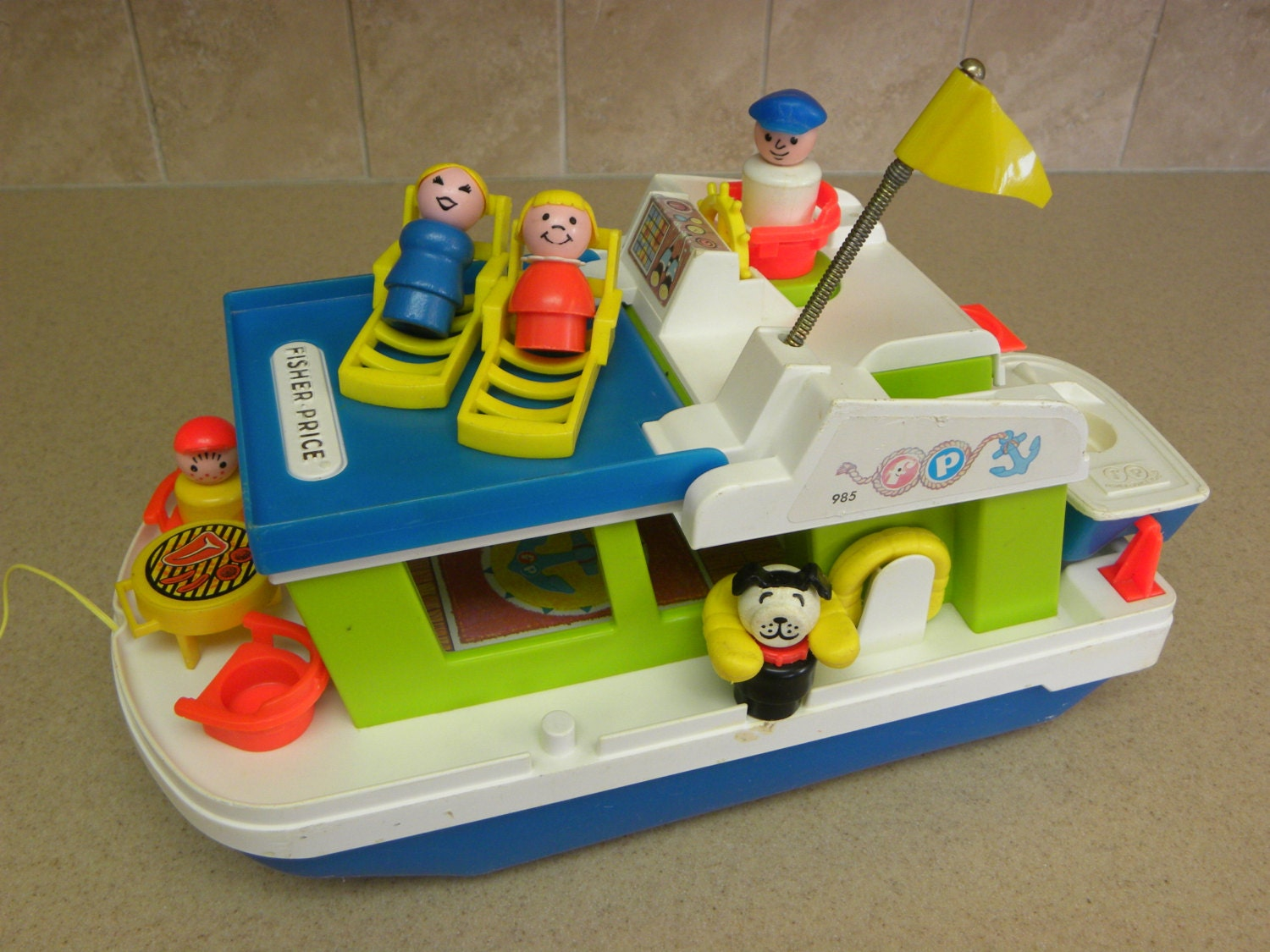 fisher price vintage dollhouse all about fish. Black Bedroom Furniture Sets. Home Design Ideas