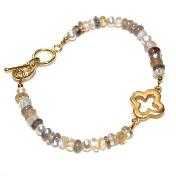Gold Clover Bracelet Ceylon Moonstone Bracelet Labradorite Bracelet Clover Jewelry Gemstone Bracelet Labradorite Jewelry Moonstone Jewelry
