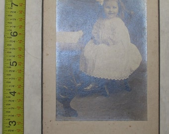 vintage b/w/ black and white photo photograph little girl