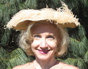 1940s pale peach ostridge feather picture hat