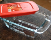 NEW-- 1.5 Qt. 4.5 x 8.5 Custom Etched Pyrex Glass Bread Loaf Pan with LID and Easy Grab Handles