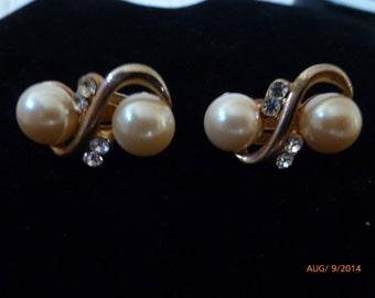 Vintage Pearl Rhinestone 1950's Earrings Clip On