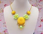 Yellow Summer Daisy Necklace, Summer Statement Necklace, Retro Daisy Necklace, Yellow Flower Necklace, Retro Jewelry, Summer Jewelry
