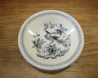 Vintage 1950s Globe Pottery Co Ltd small bowl decorated in grey with exotic bird and flowers