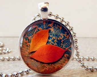 Autumn Leaf Pendant, Autumn Leaf Necklace, Autumn Glass Art Pendant, Autumn Necklace, Autumn Jewelry, Fall Pendant, Fall Necklace