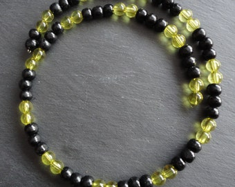 Necklace yellow black