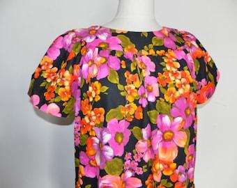 Hawaiian Bark Cloth Mumu House Dress Resort Luau Tiki Large 10 12 Alice of California Black Pink Floral Vibrant