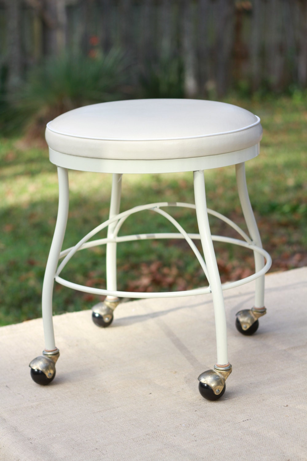 Vinyl Vanity Stool With Rollng Casters