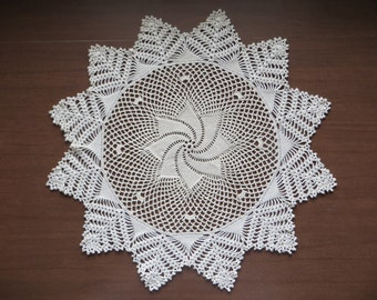 Classic Pinwheel Doily in Cream