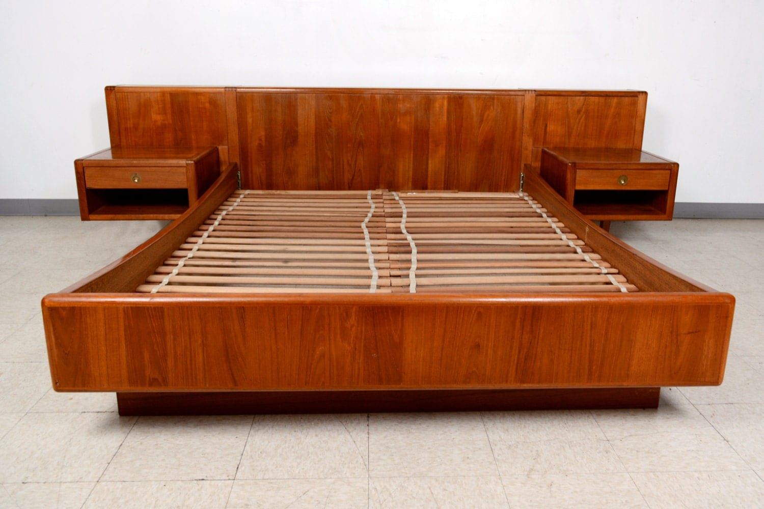 danish modern queen platform teak wood bed w floating