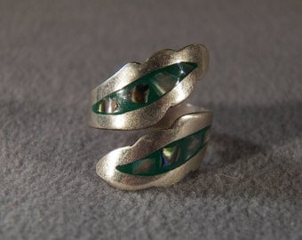 vintage sterling silver adjustable fashion ring with green enamel and mother of pearl insets in leaf patterns,size 8             M