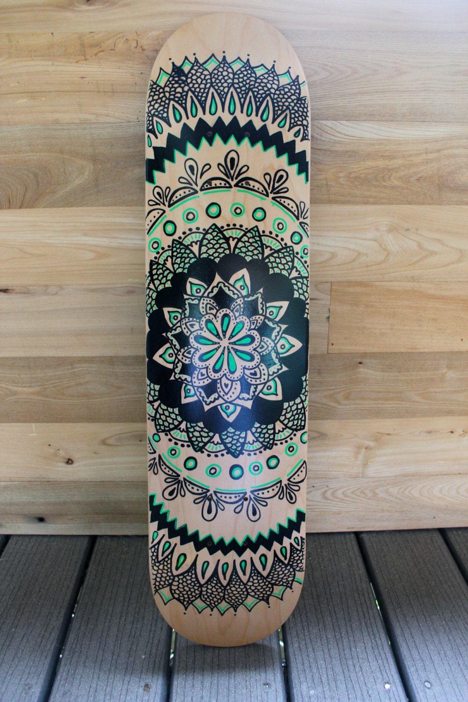 Hand painted mandala skateboard for Idee de job