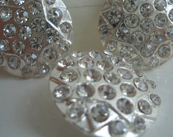 Rhinestone metal button in silver - dia 25mm with loop back, simply stunning.