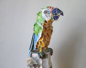 Macaw, animal of recycled cardboard packaging