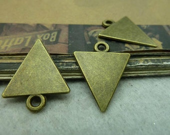 25 pcs 15x20mm Antique Bronze Triangle Charm Pendant