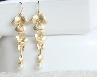 Orchid Triple flowers Pearl Earrings. Bridesmaids Earrings. Bridal Earrings