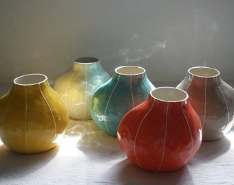 Modern ceramic vase. Medium size, round vase. White stripes, Scandinavian style. Unique, handmade pottery, wedding gift. Kri Kri Studio