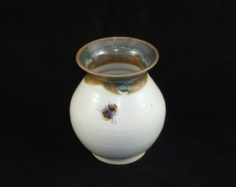 Small Vase in White Heather with Bumblebee Motif