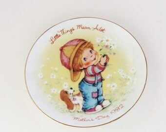 Avon 1982 Little Things Mother's Day Plate